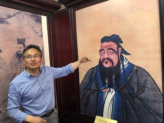 杨金泉老师为大家讲解孔子燕居像