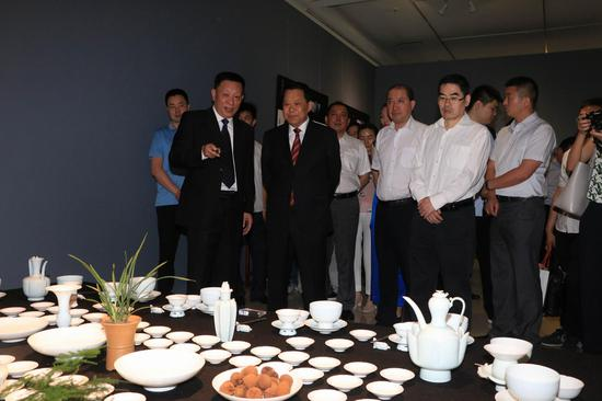 """""""国之瑰宝""""——中国景德镇陶瓷文化展 展览现场"""