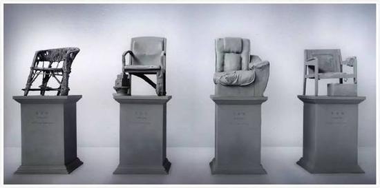 曾令香《坐在民间》玻璃钢,单件75×75×200cm,组合75×75×800cm,2016