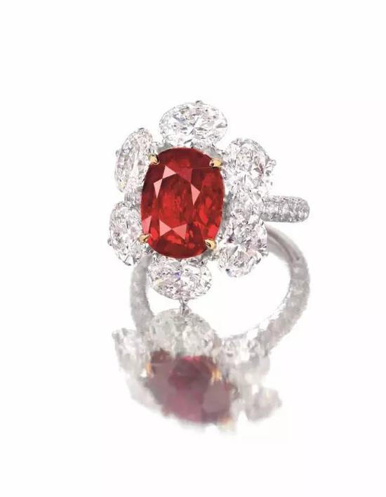 """6.02 克拉""""缅甸鸽血红""""天然红宝石戒指,成交价格:港元$17,480,000"""