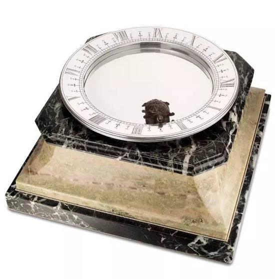 卡地亚,精细及极罕有,银及大理石磁浮座钟,约1928年制,成交价: 港元$3,800,000