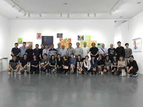 展览现场全体师生合影