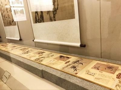 老版《郑板桥丝绸开元棋牌游戏权威排行画册》在扬州出现了
