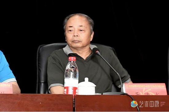 河南省摄影家协会名誉主席于德水出席会议