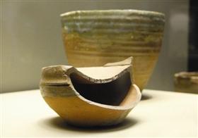 后司岙窑址出土越窑瓷质钵形匣钵和匣钵盖,呈现了秘色瓷封釉技巧