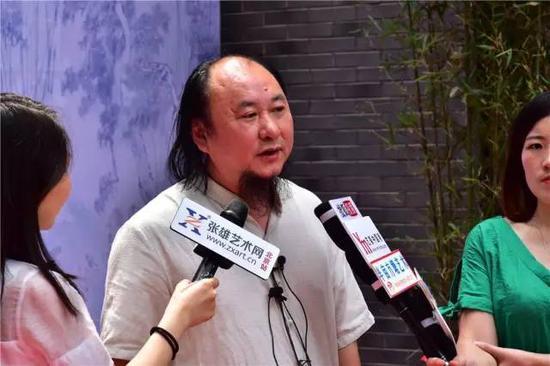 洪大亮老师接受媒体采访