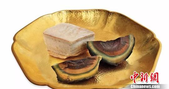 """阿拉善戈壁玛瑙石""""皮蛋豆腐""""以120.7万元成交"""