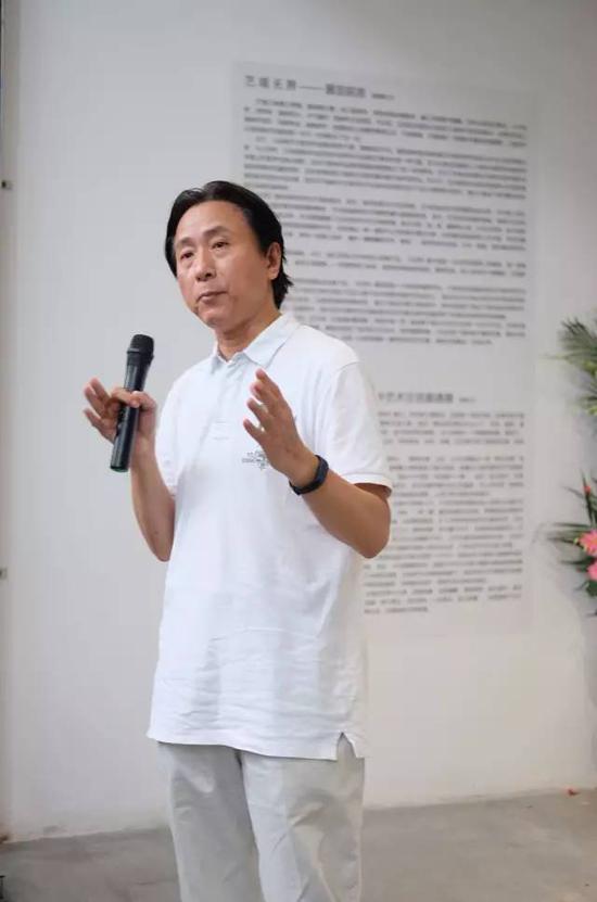 参展艺术家 、上海市美协水彩画艺委会主任、上海师范大学艺术学院副院长、硕士生导师刘亚平教授致辞