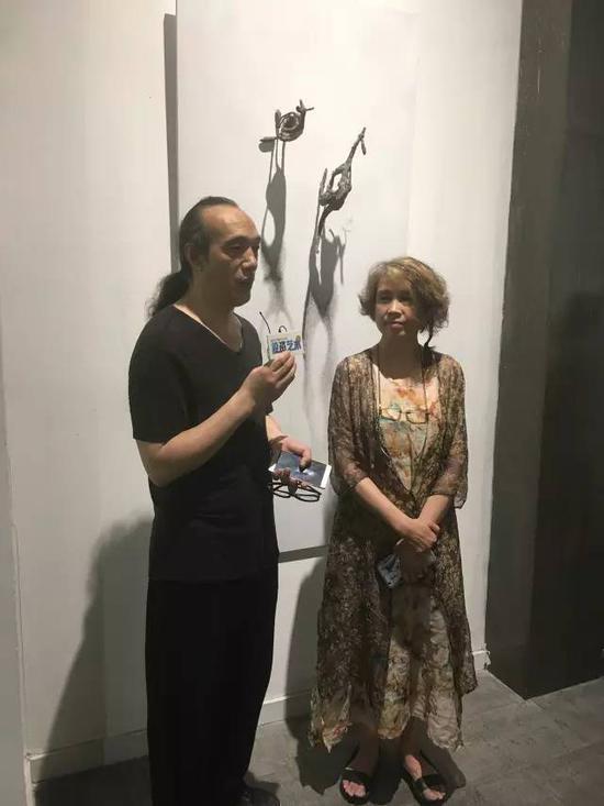 出品人林依峰、邹东方夫妇接受媒体采访