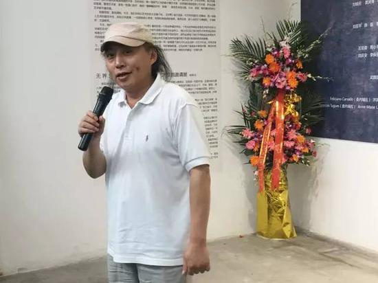 参展艺术家 、本次展览顾问、华东政法大学人文学院艺术教研室主任王恬教授致辞