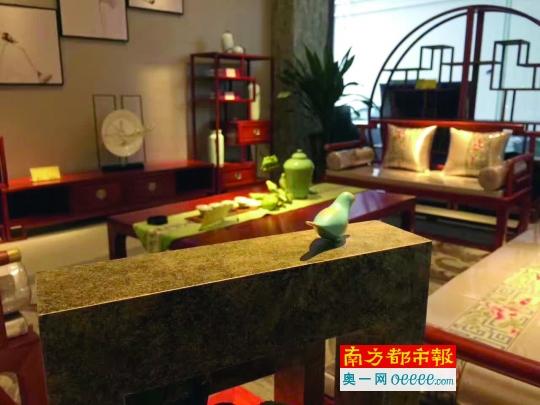 ↓ 新 中 式 红 木 家 具 是80、90后更喜欢的样式。