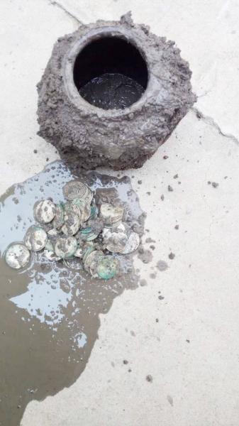 民国陶罐藏钱币55枚或为躲避兵灾埋藏于此