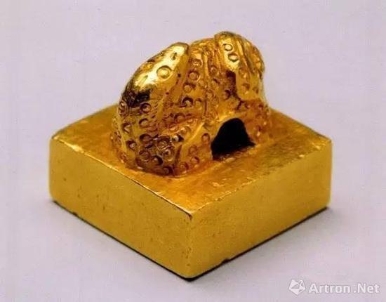 《汉委奴国王》蛇钮金印