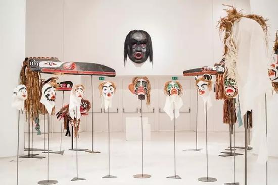 Beau Dick的22 件面具装置作品(Mathias Voelzke)