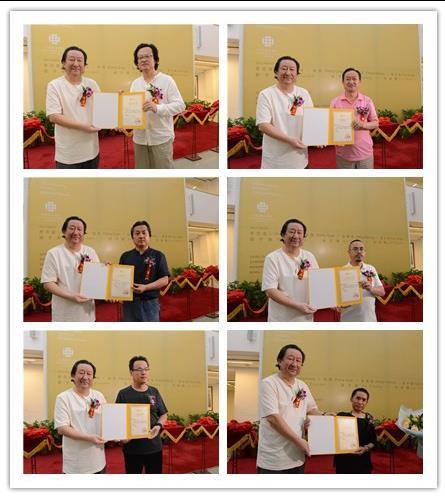 杨晓阳为青海美术家颁发参展证书