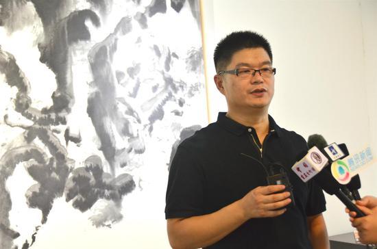 画家王清州接受媒体