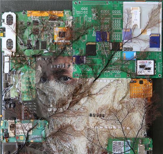 刘娃-《自拍系列-液晶》-45×45×8cm-综合材料-2017