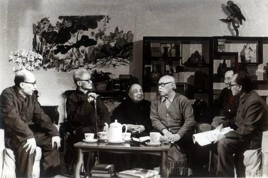 左起:张启仁、王逸如、王森然、李苦禅、阿老、许麟庐