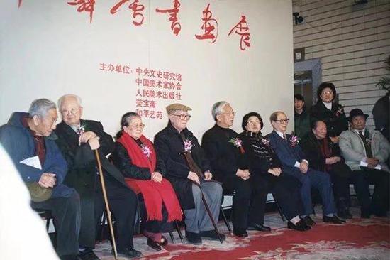 2002年,朱家溍、启功、黄苗子等参加许麟庐在中国美术馆举办的书画展