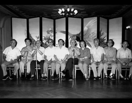 左起:华君武、黄胄、李苦禅、吴作人、陈复礼、李可染、萧淑芳、白雪石、许麟庐、黄永玉