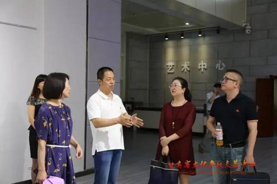 参观了解甘肃文交美术馆