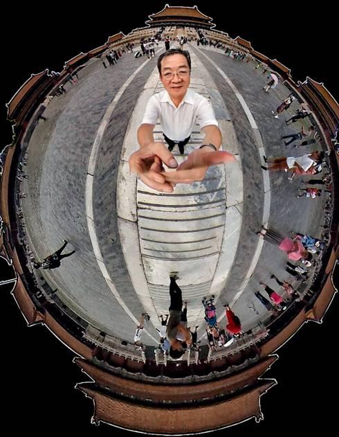 2017年8月1日,梁金生在太和殿广场上用360全景技术,拍下了这张神奇的照片。(柴程 图)