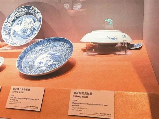 国立故宫博物院南部院区向日本借展的「青花柳叶鸟纹盘」,上月因不明原因滑落受损。(国立故宫博物院南部院区提供)