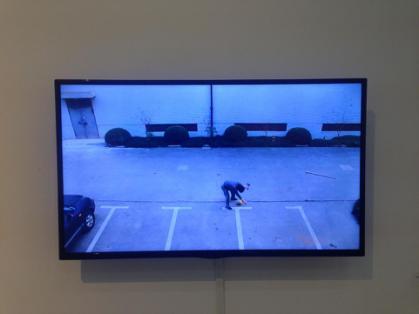 韩子健、物质的非理性结合-打球、行为影像|海绵球\钢钎、20x20cm、2014