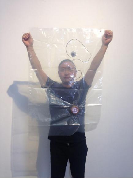 王辉、1990-1999、真空塑料袋\火药捻子\经文、100x60cm、2015