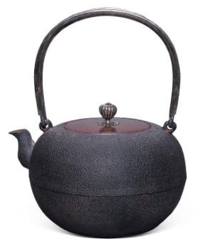 明治时期 光玉堂造银摘嵌银卷提手铁壶
