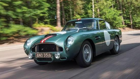 阿斯顿·马丁DB4GT,1959年的3月在巴黎亮相,3.7L的6缸发动机可提供280匹马力,图里的这一辆,日前在拍卖中以6,765,000美元成交。