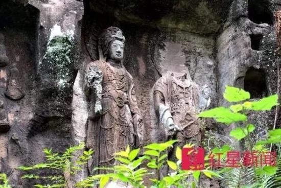 8月28日,安岳县木鱼山摩崖造像,佛头已被盗的佛像。本文图片均来自红星新闻