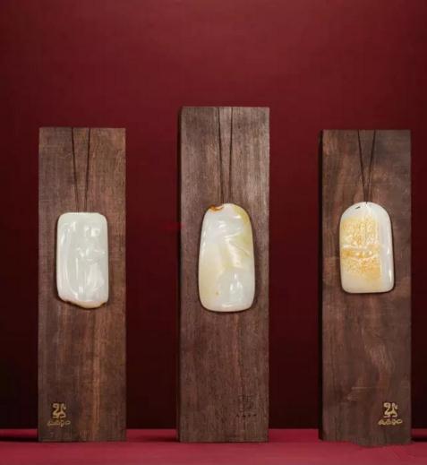 王一卜 和田玉籽料清凉之界套牌    尺寸:8.2×4.7×1.7cm 141g    8.8×4.6×1.7cm 131g    9.6×5.0×1.9cm 162g