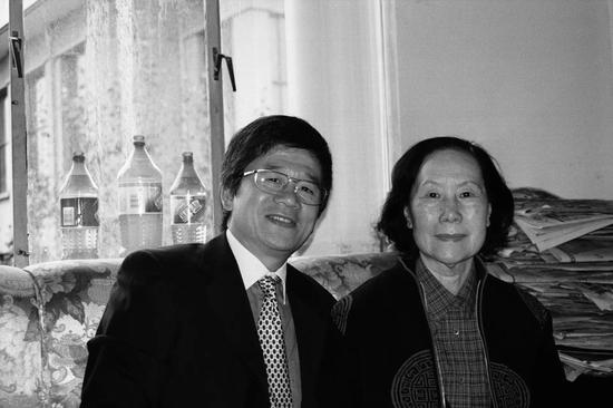 左起:许化迟、廖静文