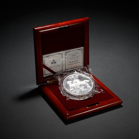 9.2002年中国壬午(马年)1公斤纪念银币   1万元起拍,1.54万元成交
