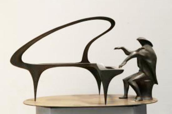 梁明诚 钢琴 1990年 45×80×50cm 铜中国美术馆藏