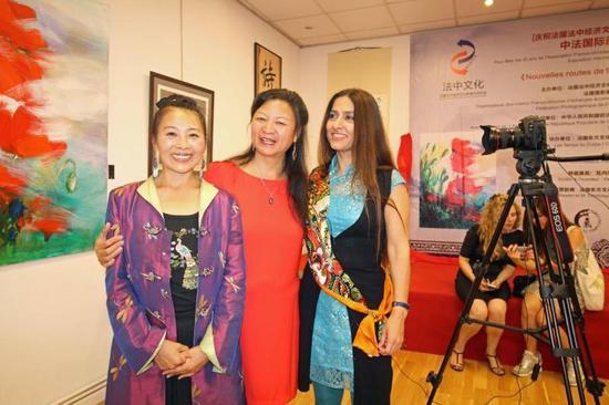 段莉生会长与法国著名画家瓦内莎·露德芭萝姬/法国东方文化中心创始人柯文合影