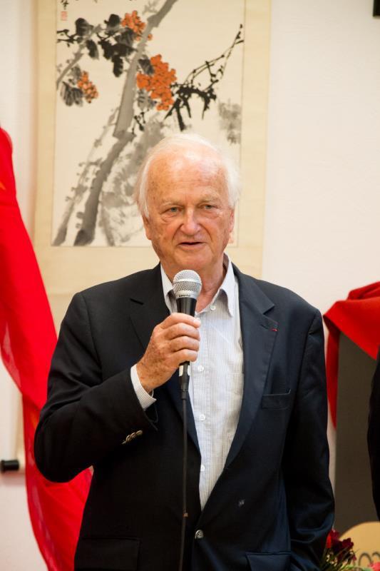 塞纳·萨姆瓦市名誉市长让·弗朗索瓦·罗宾纳先生致辞