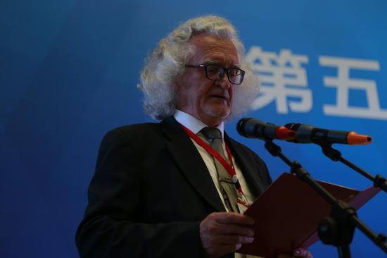 联合国教科文组织成员、白俄罗斯共和国国家美术馆馆长弗拉基米尔先生致辞