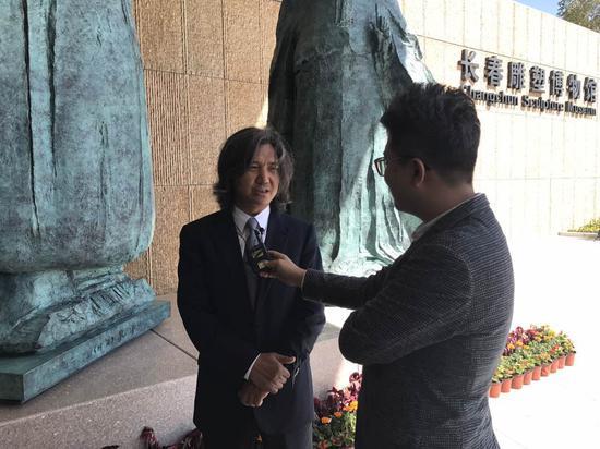 吴为山接受采访