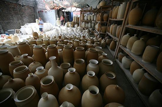 景德镇艺术瓷市场渐冷清。视觉中国 资料图