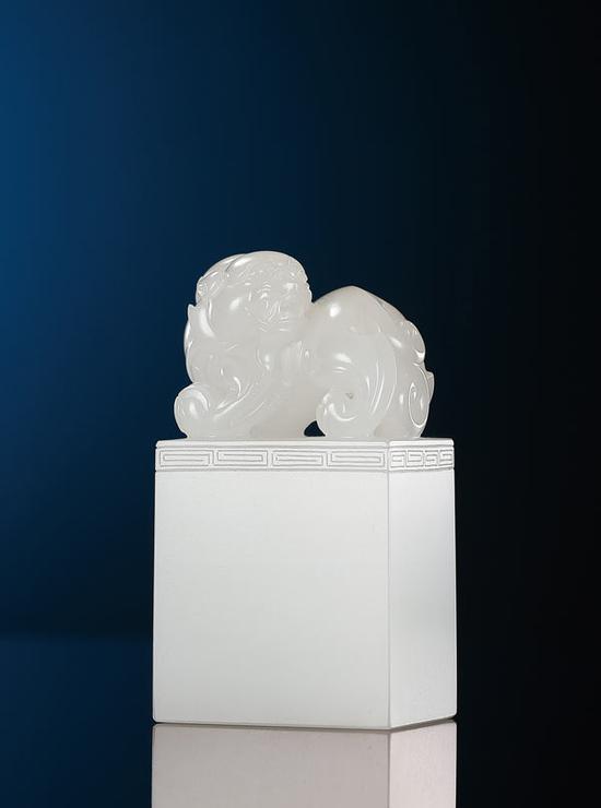 黄杨洪  和田玉瑞兽印章   6.3×3.4×2.5cm 121g