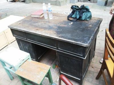 束星北曾使用的桌子有百年历史。