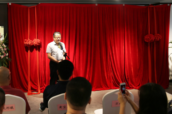 中国工艺美术学会副理事长、福建省工艺美术学会理事长黄宝庆致辞