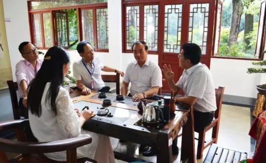 王正荣副主席、林书成书记与刘勇董事长、肖毅总经理亲切交流
