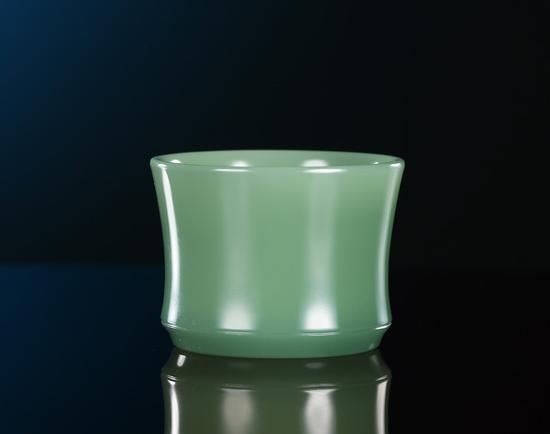 曾堂贵  碧玉圆融素面杯    3.8×5.2×5.2cm 64g