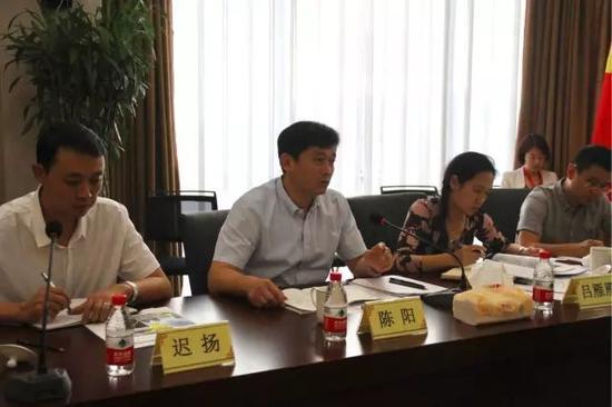 北京银监局党委委员、副局长陈阳在座谈会现场