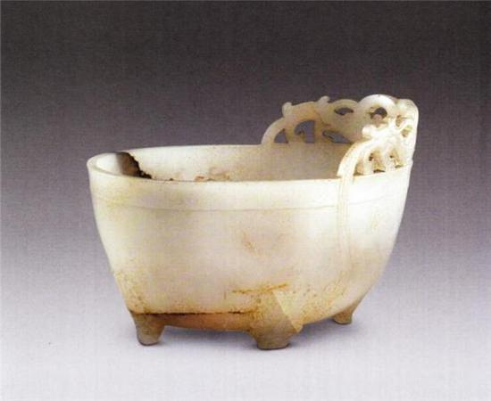 玉螭纹椭圆形杯   魏晋   口长97厘米 宽6.6厘米 高6.3厘米   清宫旧藏