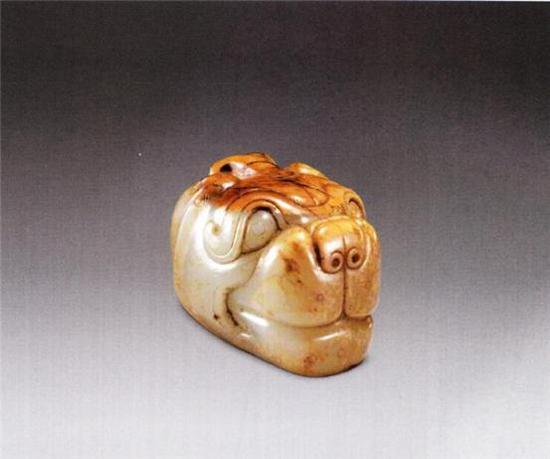 玉兽首  汉  长4.2厘米 宽3.6厘米  清宫旧藏
