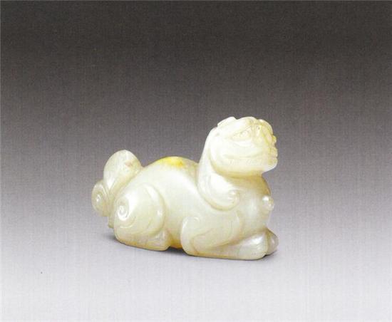 玉卧兽   唐   长5厘米 宽2厘米 高3.l厘米   清宫旧藏